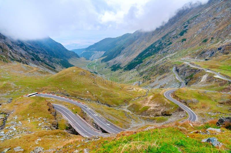 Transfagarasan huvudväg i Carpathian berg, Rumänien royaltyfri fotografi