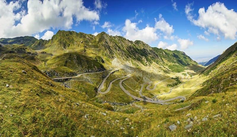 Transfagarasan huvudväg i Rumänien arkivfoton