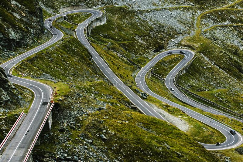 Transfagarasan huvudväg i Rumänien Carpathians royaltyfri bild