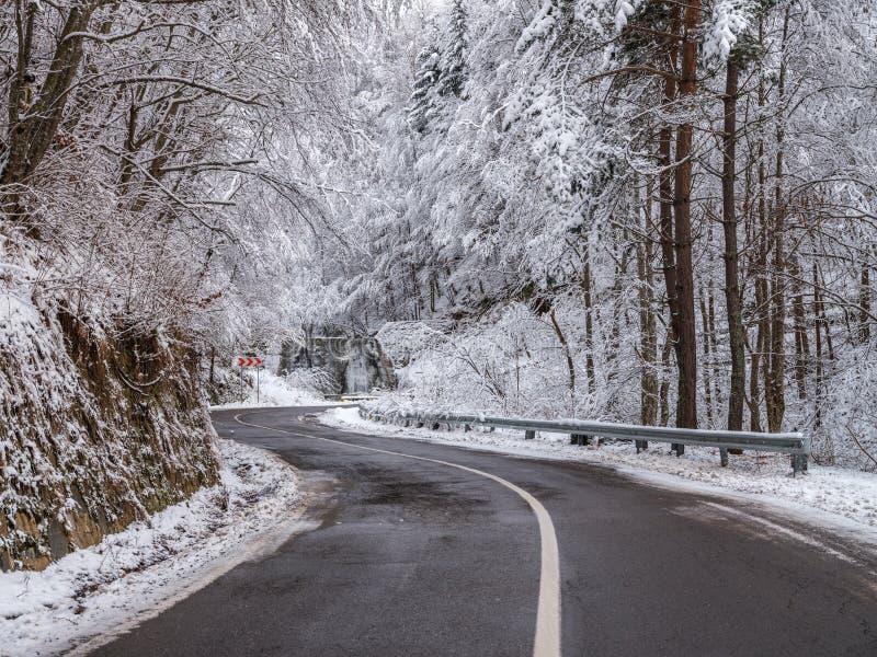 Transfagarasan-Landstraße in Rumänien stockfotos
