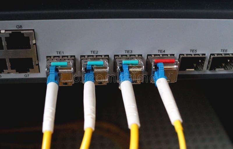 Transferencia de datos por la fibra óptica imagenes de archivo
