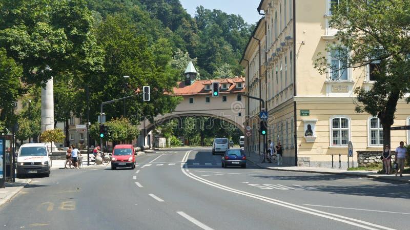 Transferrina, Slovenia - 07/17/2015 - vista di vecchia via della città, giorno soleggiato immagini stock