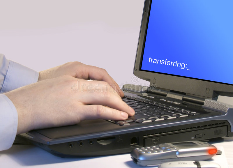 Transfert d'ordinateur images libres de droits