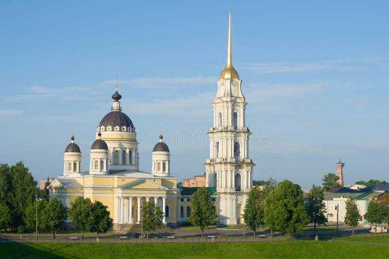 Transfiguratiekathedraal op een zonnige Juli-ochtend Rybinsk, Rusland stock foto's