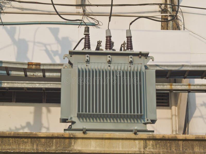 Transformadores eléctricos foto de archivo
