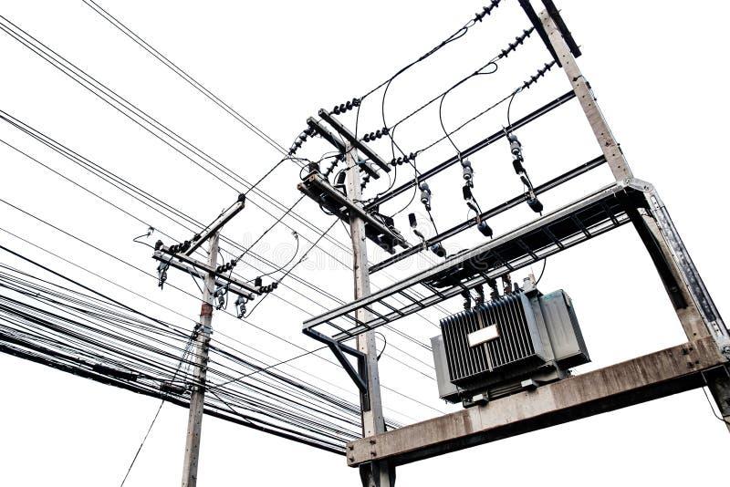 Transformadores eléctricos en el polo eléctrico, aislado en el fondo blanco foto de archivo libre de regalías