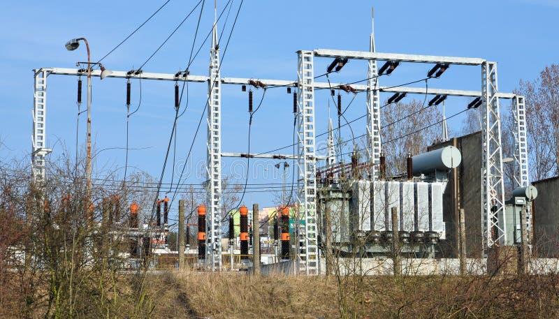 Transformadores y subestación de alto voltaje fotografía de archivo
