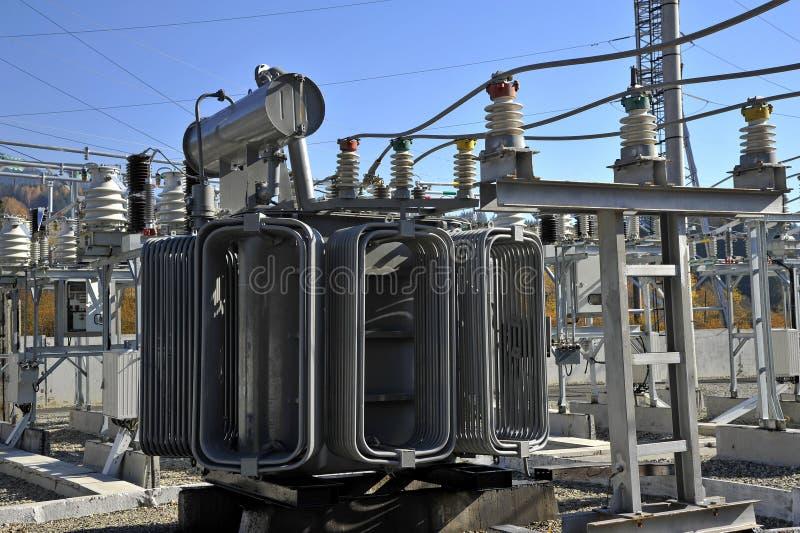 Transformateur de puissance rempli d'huile à haute tension photos stock