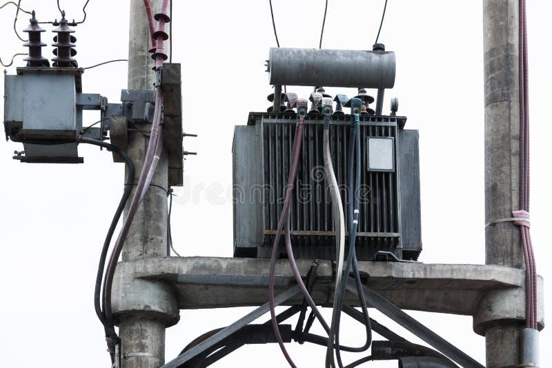 Transformator auf einem Pfosten stockfotografie