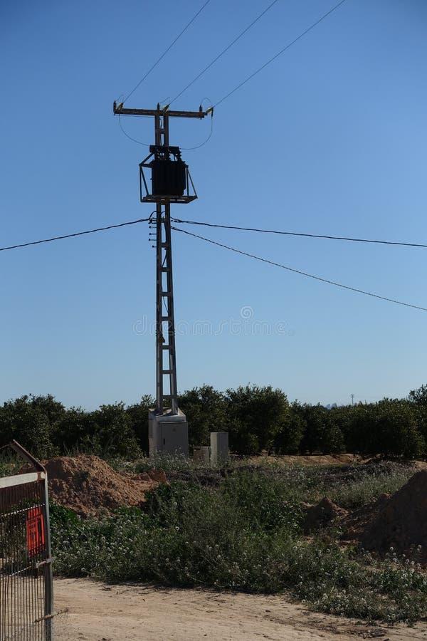 Transformator på masten royaltyfri foto
