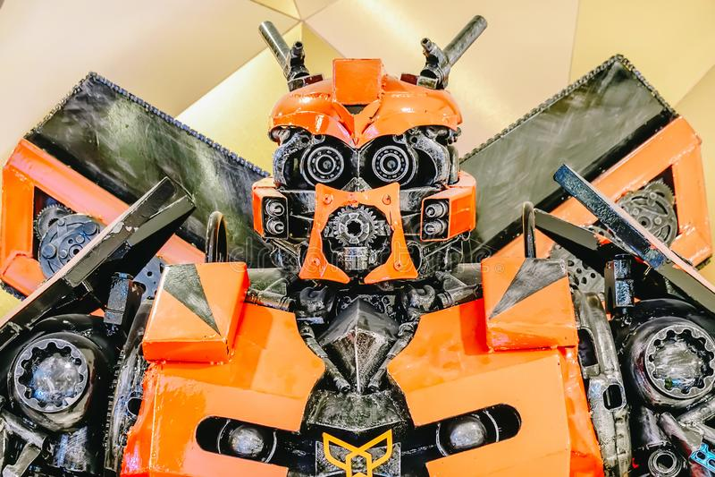 Transformatorer Autobot som främjar spelfilmfilm på teatern arkivbild