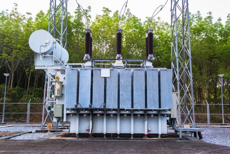 Download Transformatorpost stock afbeelding. Afbeelding bestaande uit energie - 39107177