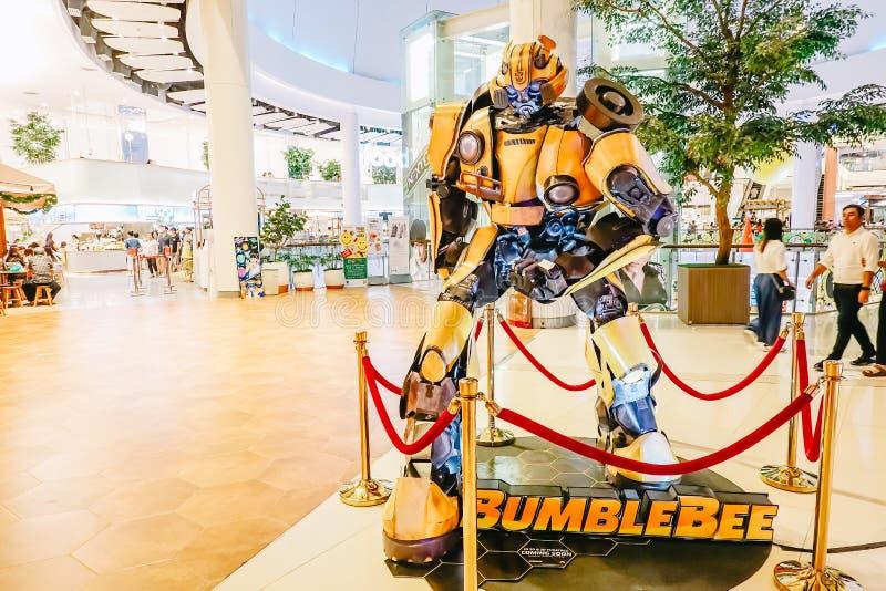 Transformatoru Autobot Bumblebee promuje pełnometrażowego filmu film przy teatrem zdjęcia stock