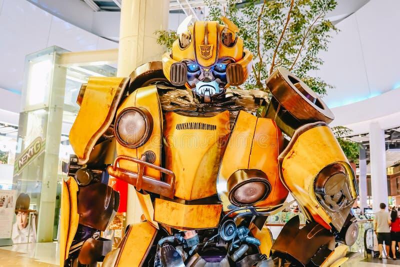 Transformatoru Autobot Bumblebee promuje pełnometrażowego filmu film przy teatrem zdjęcia royalty free
