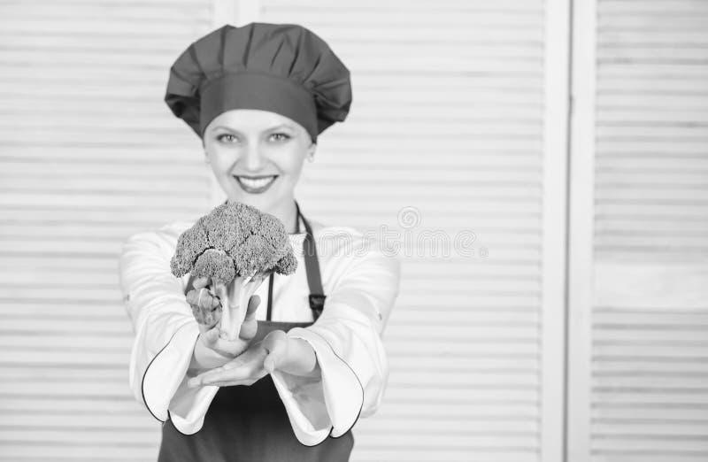 Transformez le brocoli en ingrédient préféré Comment faire cuire le brocoli régime alimentaire cru Valeur de nutrition de brocoli image stock