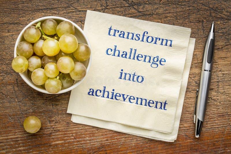 Transformez le défi en accomplissement image stock