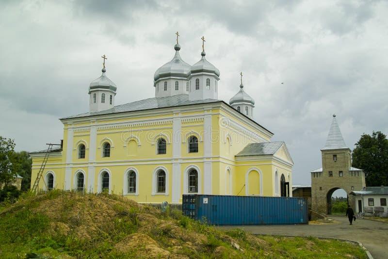 Transformez le monastère de St George dans la ville de la région de Meshchovsk Kaluga de la Russie images stock