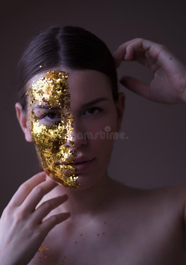 Transformez votre beauté en or images stock