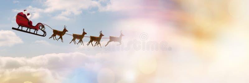Transición del cielo nublado del trineo y del ` s del ` s de Papá Noel del reno foto de archivo