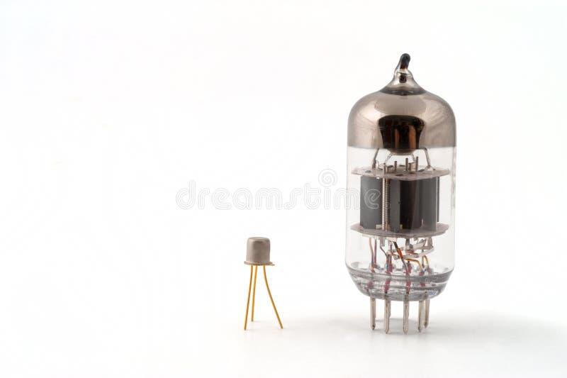Transistor naast een vacuümbuis royalty-vrije stock afbeelding