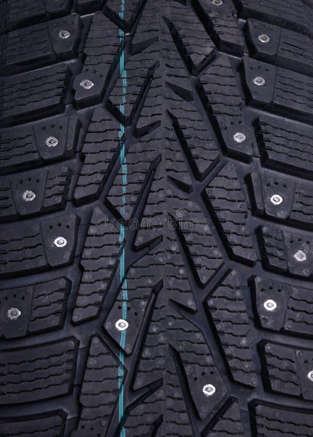 Transitoires sur un pneu d'hiver photo stock
