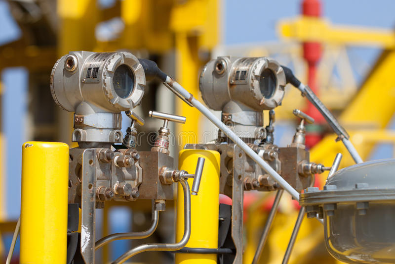 Transmisor de presión en proceso del petróleo y gas foto de archivo