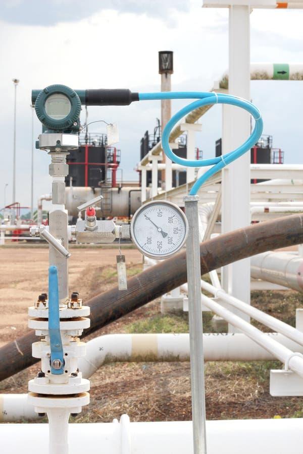 Transmisor de presión en proceso del petróleo y gas imágenes de archivo libres de regalías