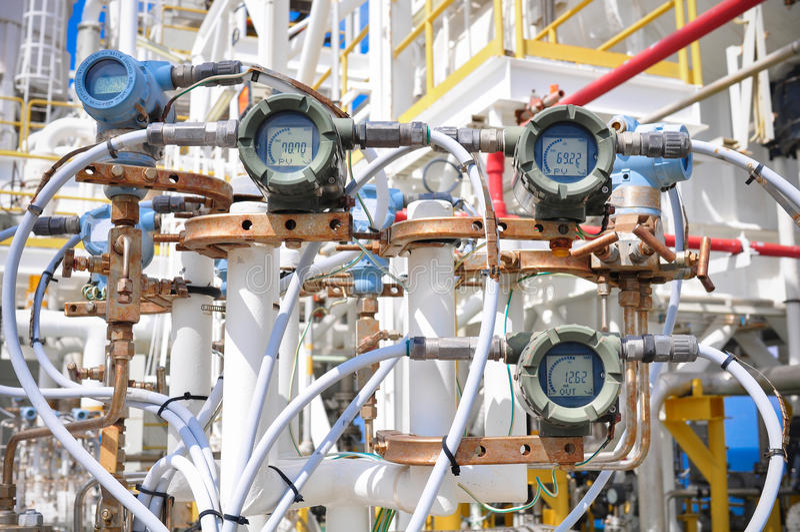 Transmisor de presión en proceso del petróleo y gas imagen de archivo libre de regalías