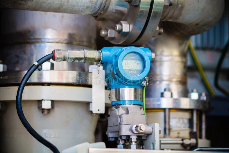 Transmisor de presión en proceso del petróleo y gas foto de archivo libre de regalías