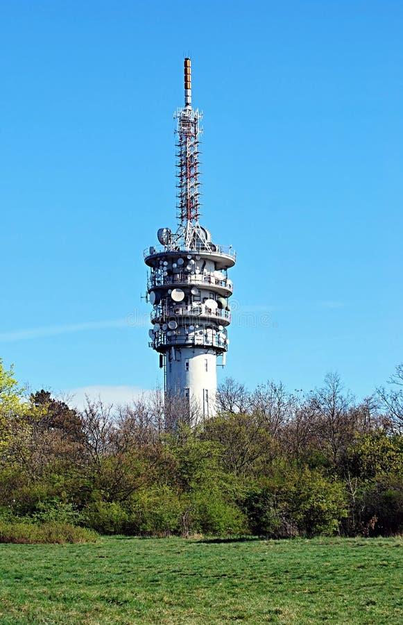 Transmisor de televisión en la colina de Hady sobre Brno fotos de archivo
