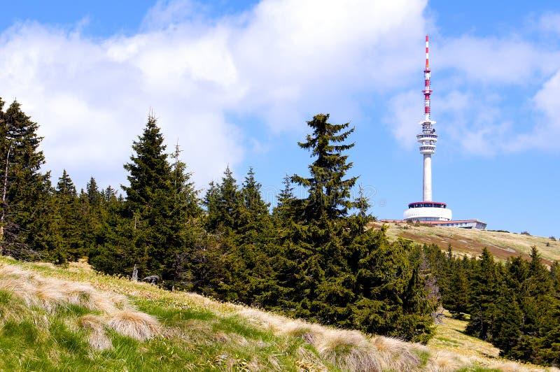Transmisor en la montaña de Praded en Jeseniky foto de archivo libre de regalías