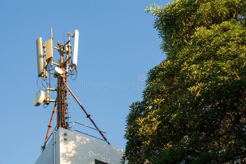 Transmisor por satélite imagen de archivo libre de regalías