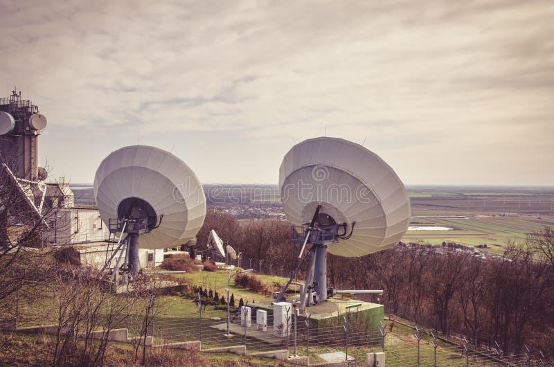 Transmisor por satélite enorme fotos de archivo libres de regalías