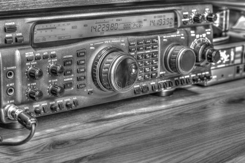 Transmisor-receptor aficionado de radio de alta frecuencia en blanco y negro imágenes de archivo libres de regalías