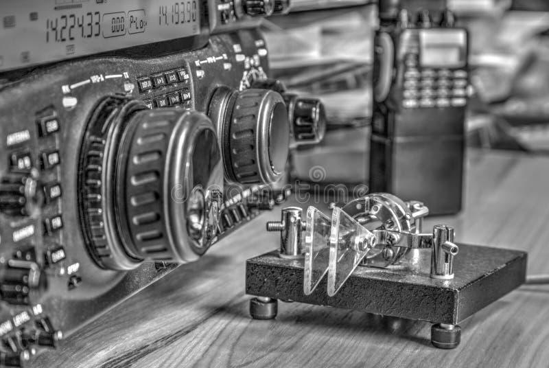 Transmisor-receptor aficionado de radio de alta frecuencia en blanco y negro fotos de archivo libres de regalías