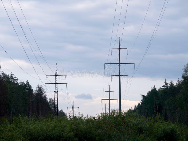 Transmissielijn met hoog voltage stock fotografie