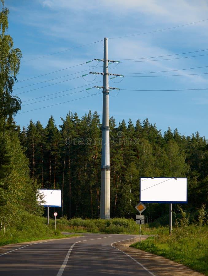 Transmissielijn met hoog voltage stock afbeeldingen