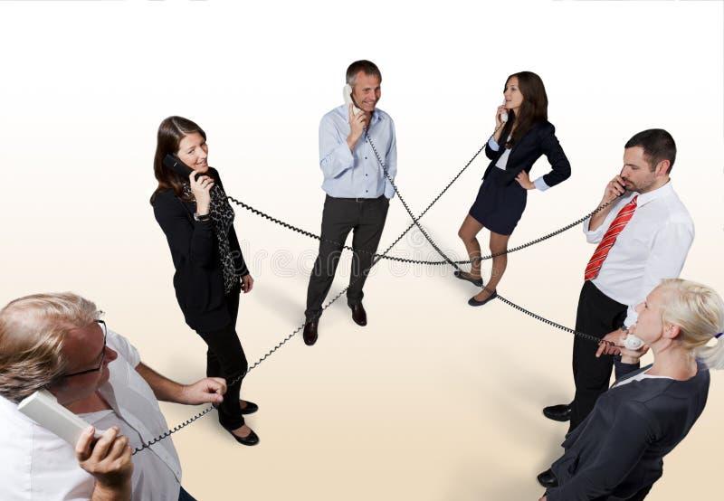 Transmission parmi des hommes d'affaires. photo stock