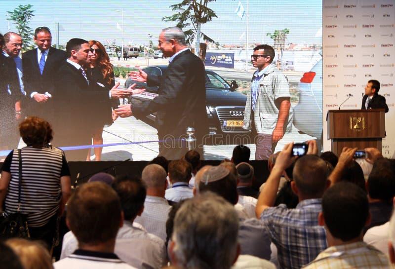 Transmita o primeiro ministro Benjamin Netanyahu da chegada na cerveja Shev fotografia de stock royalty free