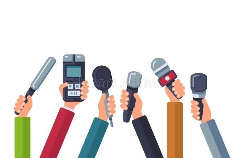 Transmitować, środki tv, wywiad, prasa i wiadomości wektorowy tło z rękami trzyma mikrofony, royalty ilustracja