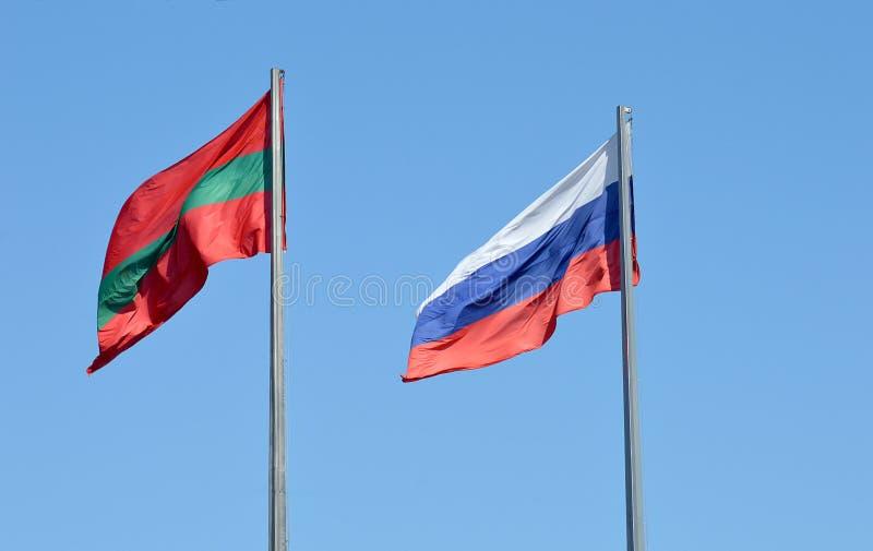 Transnistrian och ryska flaggor i Tiraspol Transnistria arkivbilder
