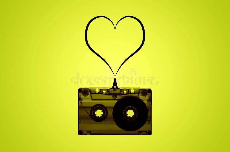 Transparante AudiodieCassetteband met Hart van Band wordt gemaakt stock afbeelding