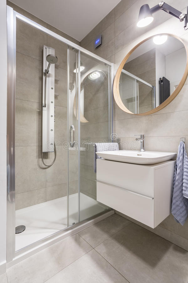Transparante showerstall in badkamers royalty-vrije stock fotografie