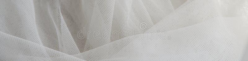 Transparante stof van de huwelijks de Witte Zijde De abstracte zachte achtergrond van de chiffontextuur Zachte witte chiffon met  royalty-vrije stock afbeelding