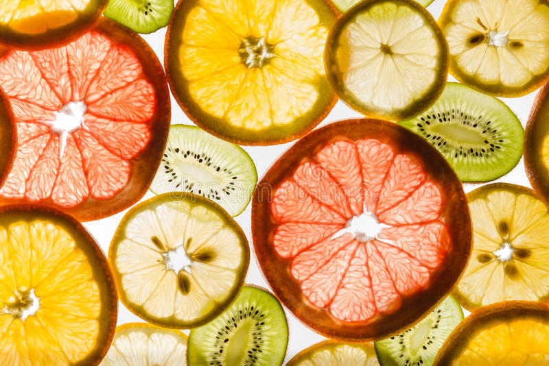 Transparantie gesneden vruchten op witte achtergrond royalty-vrije stock fotografie