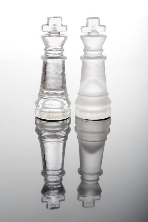 Transparente Glasschachkönige stockbilder