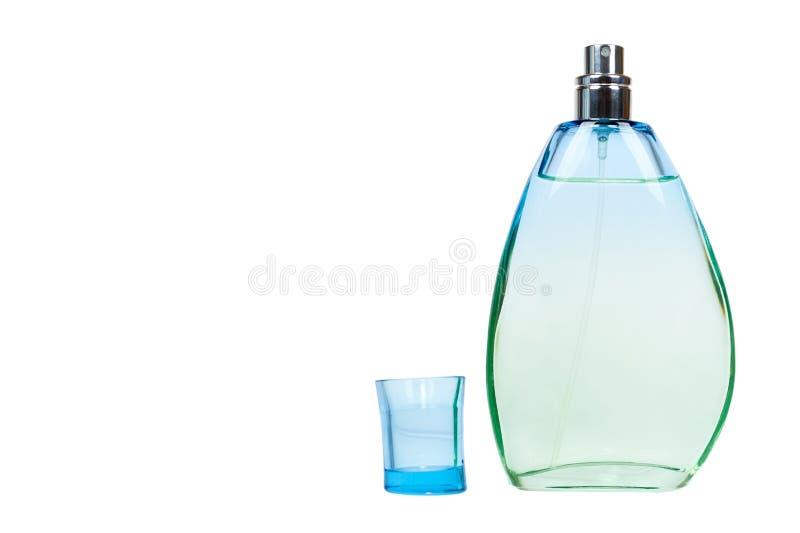 Transparente Parfümflasche lokalisiert auf weißem Hintergrund, Kopienraumschablone stockbild