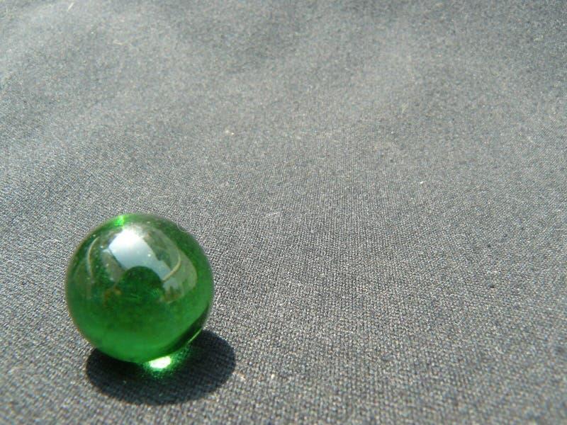 Transparente und grüne Glaskugel stockbilder