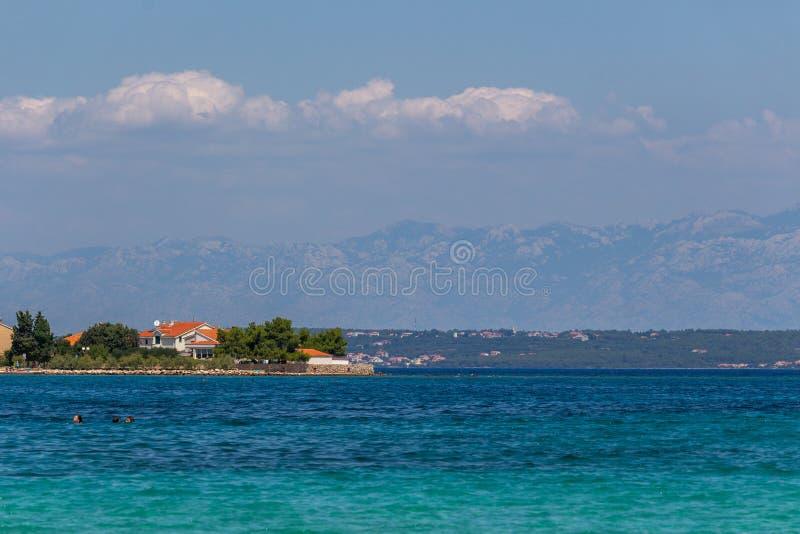 Transparentes blaues Meer Dalmatien Ugljan Kroatien lizenzfreie stockfotos