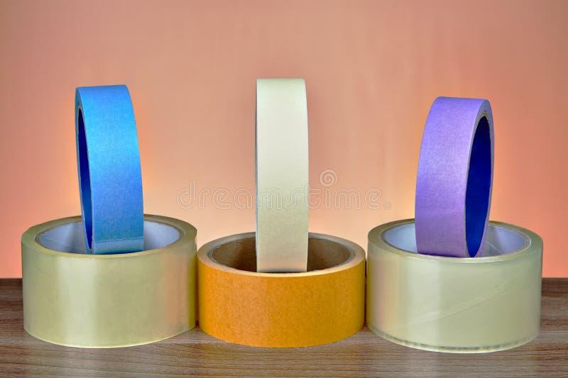 Transparentes klebendes Band Verpackung BOPP und farbiger Maskierungsbrei lizenzfreies stockbild
